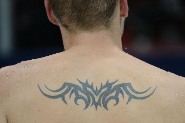 nadador-exibe-tatuagem-nas-costas-com-estilo-tribal-durante-treino-no-parque-aquatico-de-londres-1343320525132_1024x682