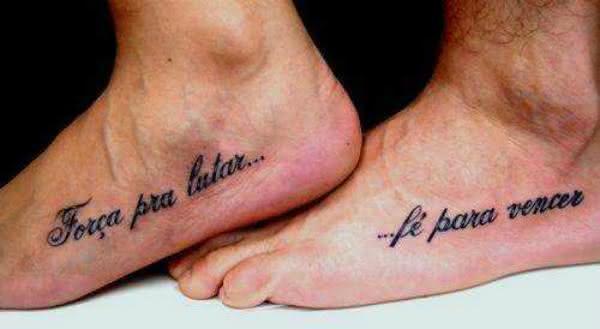 tatuagem-masculina-escrita-no-pé