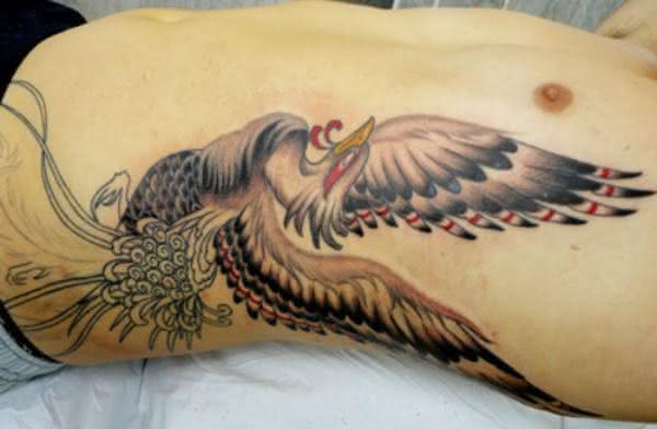tatuagem-masculina-na-costela