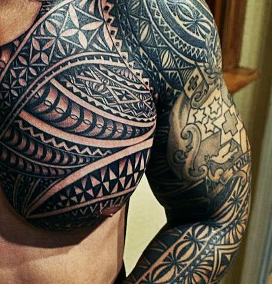 tattoo-tribal-masculina-braco-553x576