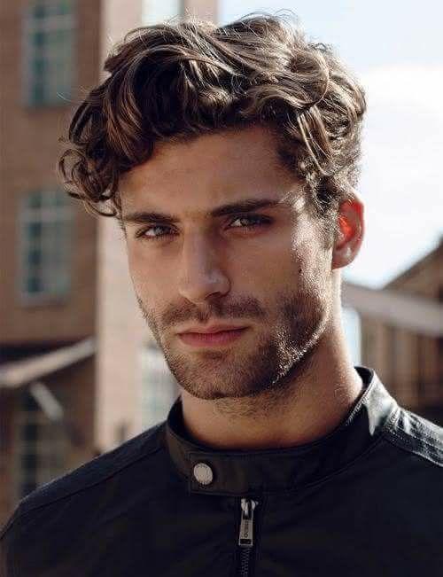 Cortes de cabelo masculino ondulado 2020 com topete