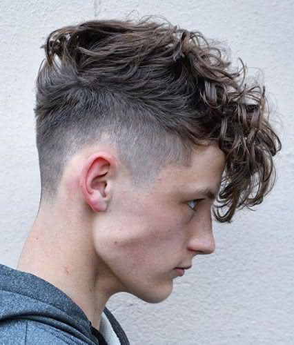 Cortes de cabelo masculino ondulado 2020 com franja